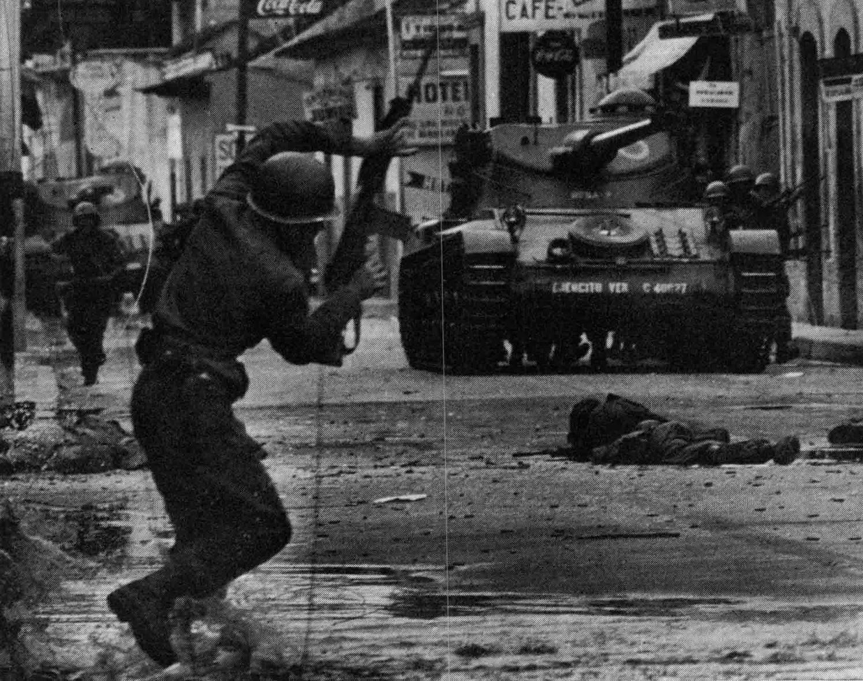 On 2 June 1962, units led by navy Captains Manuel Ponte Rodríguez, Pedro Medina Silva and Víctor Hugo Morales went into rebellion.