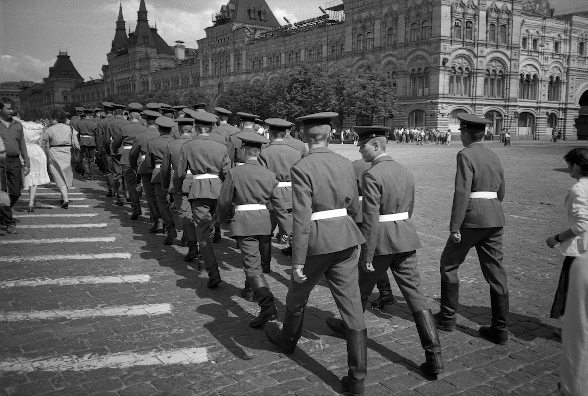 Soldiers are crossing one of the central streets of Moscow