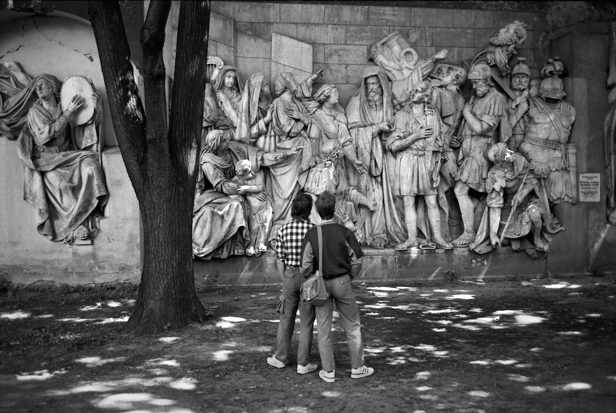 Soviet Moscow residents are gazing at the architechural barelief