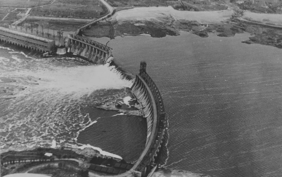 The water streaming through the Banqiao dam after its collapse