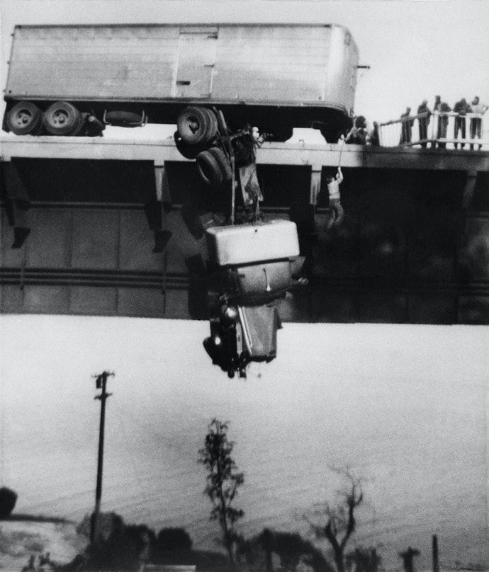Rescue at Redding, a Pulitzer winning photos of Virginia Schau