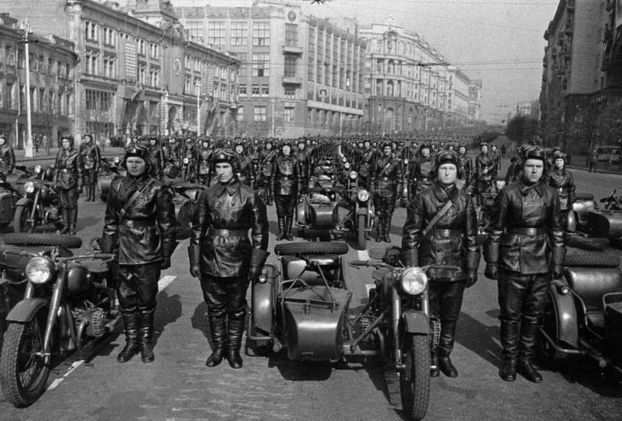 Army motorcyclists before the parade, 1930s.