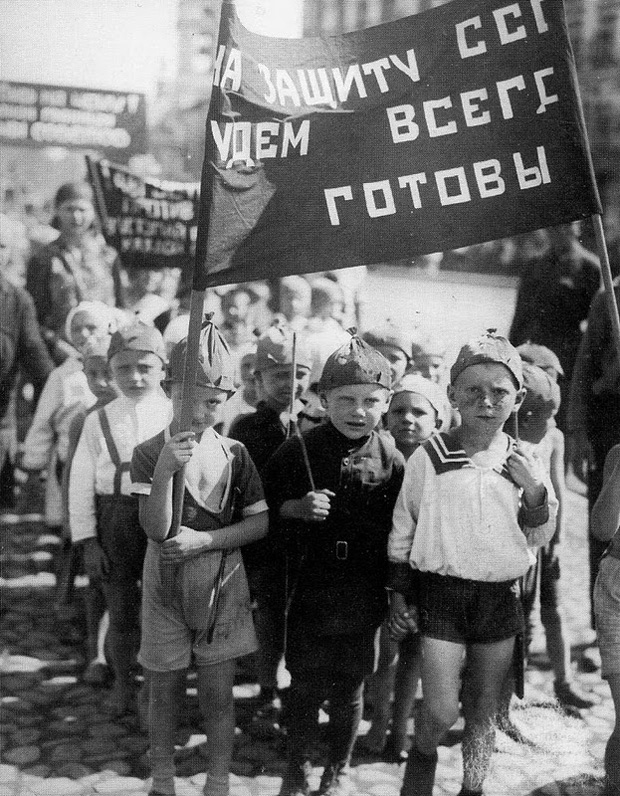 Another kid parade in Soviet Union