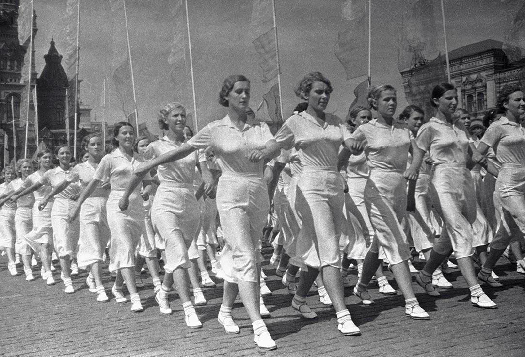 The soviet sportsmen at Red Square