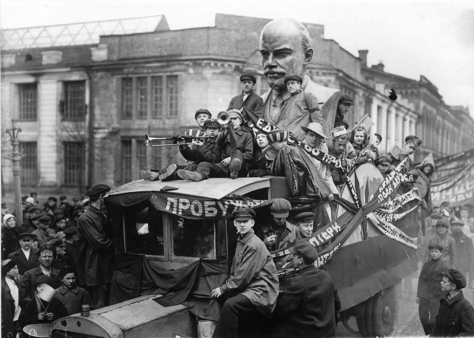 1 may parade in Leningrad