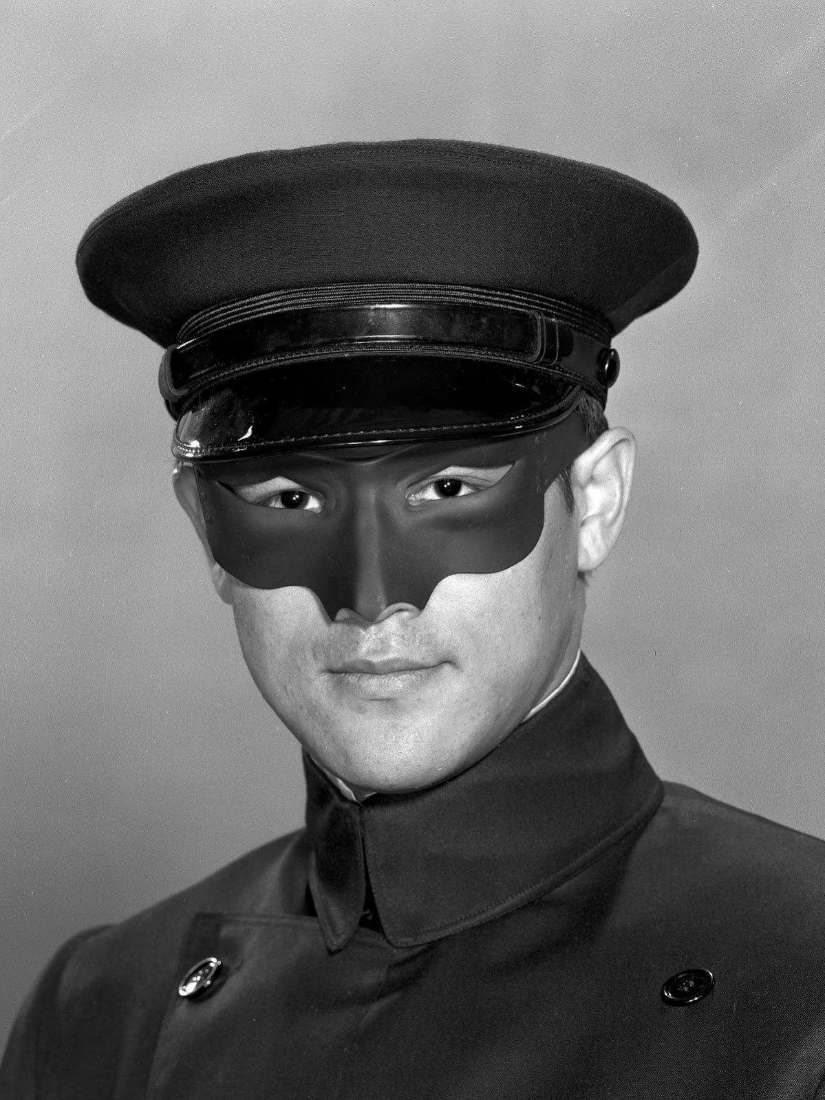 Bruce Lee wearing a mask of Kato