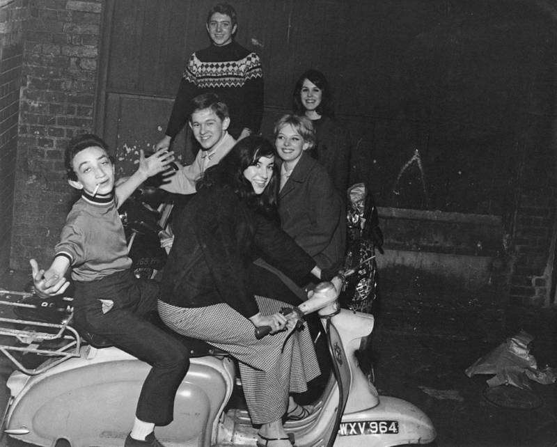 A mod party on the scooter!