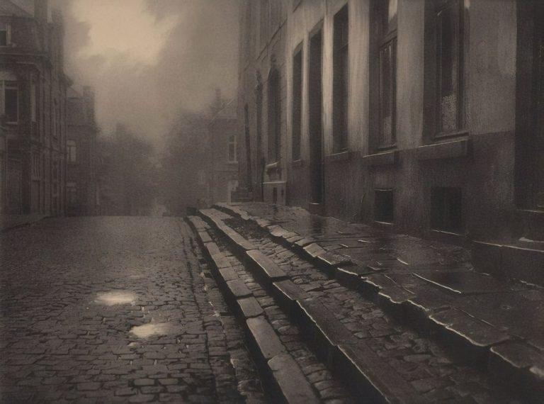 A lonely street by Leonard Misonne