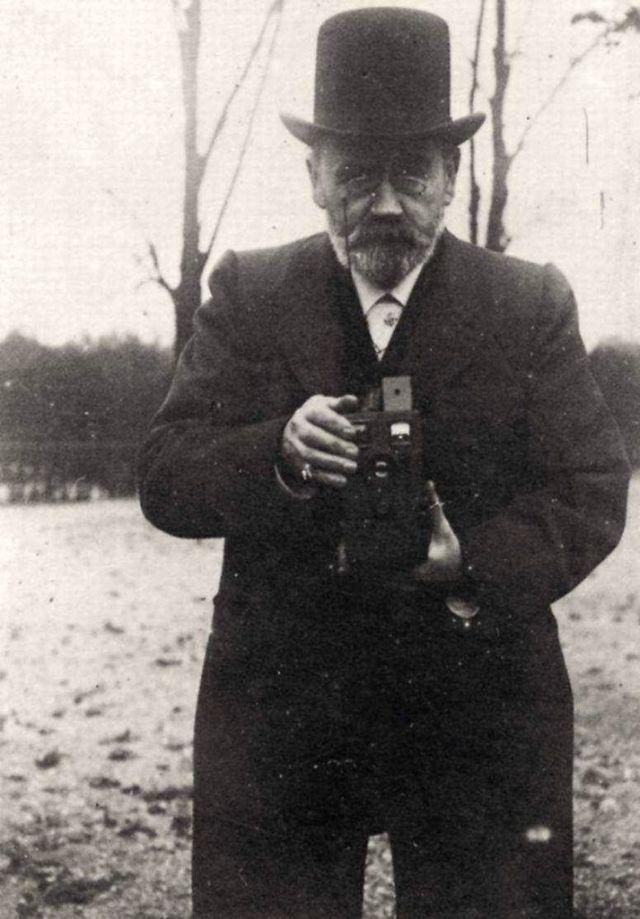 A selfie by Emile Zola