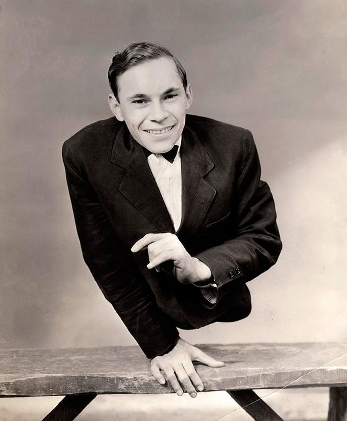 Actor Johnny Ick, who was born with an underdeveloped lower torso, poses for a promotional photo for the famous movie Freaks. 1932