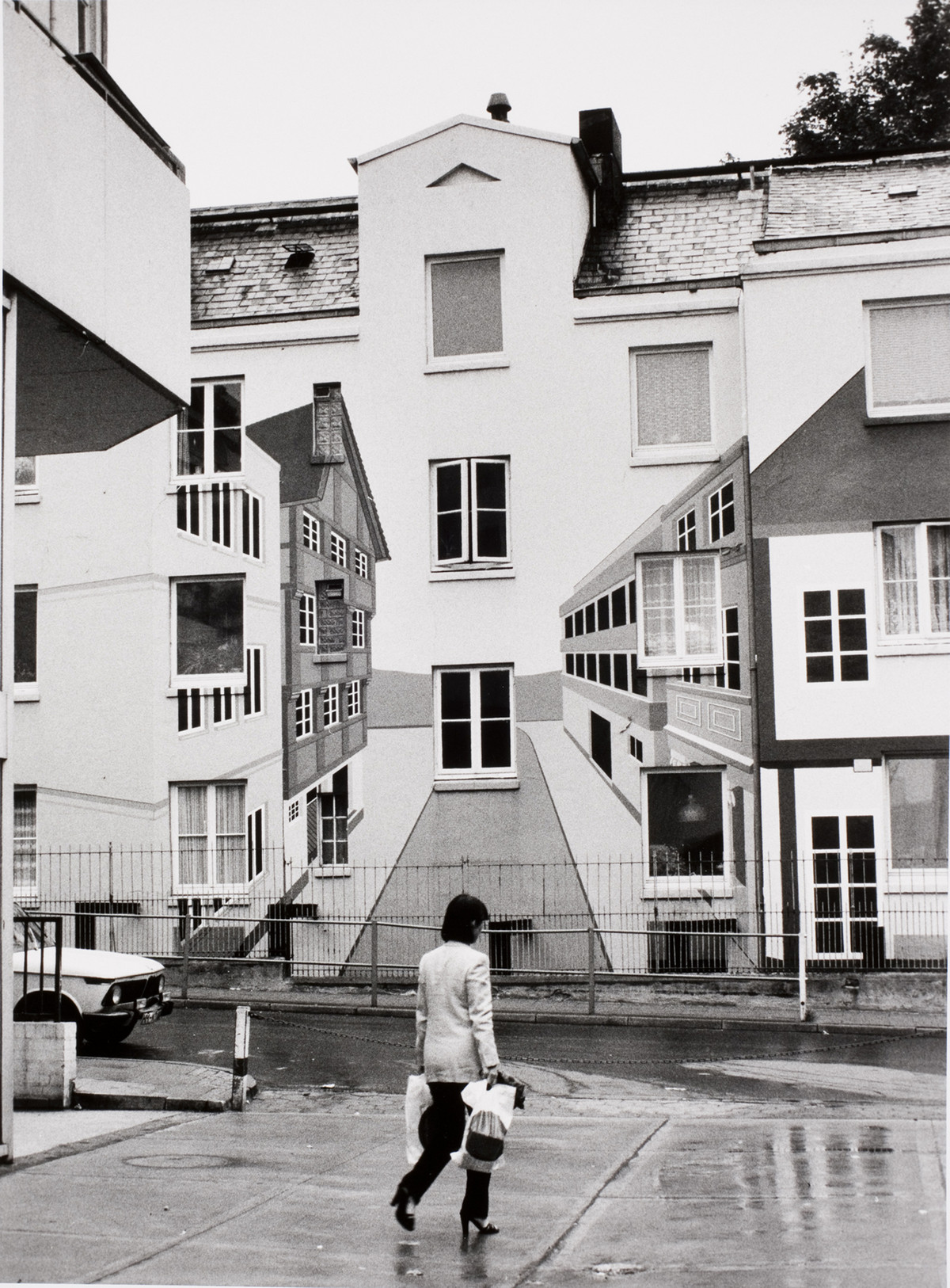 An optical illusion building in the Peseldorf district, Hamburg, Germany, 1979.