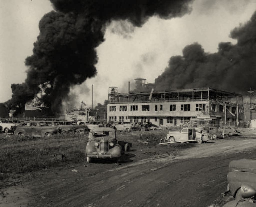 Another photo of Texas City explosion, 1947
