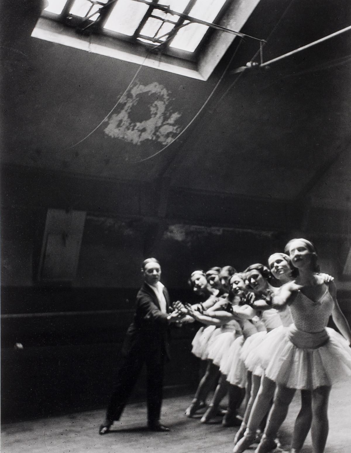 Ballerinas in Paris, 1950s