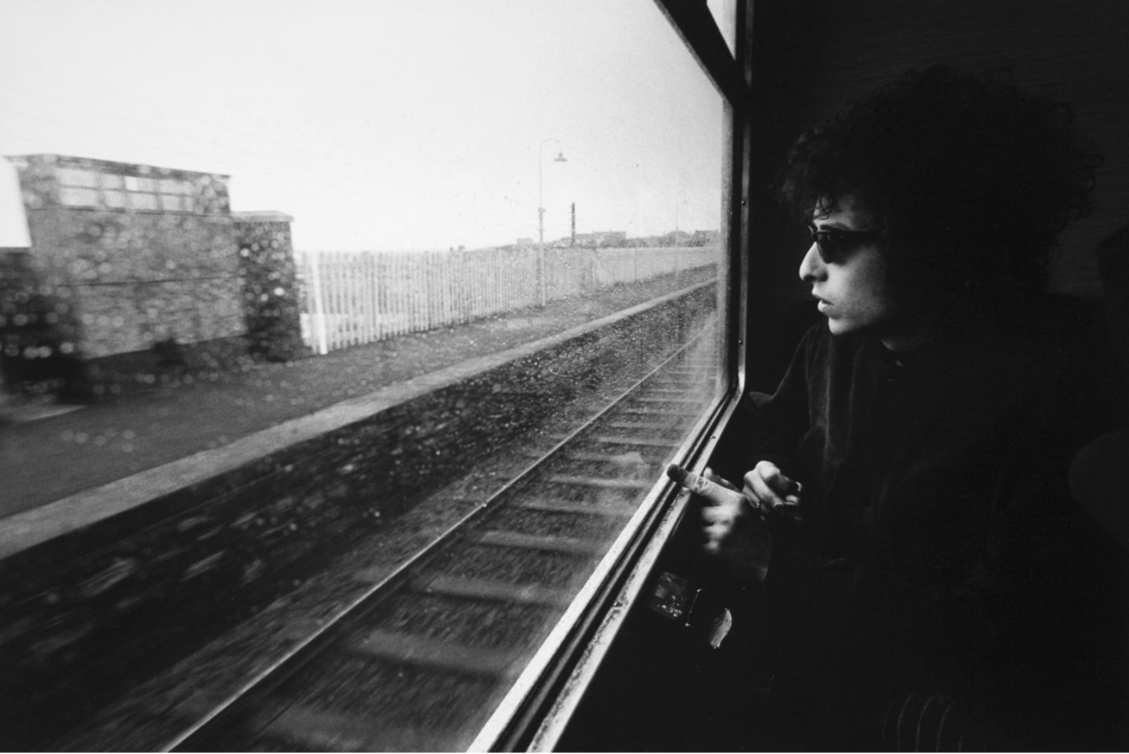 Bob Dylan in the train from Dublin to Belfast, 1966