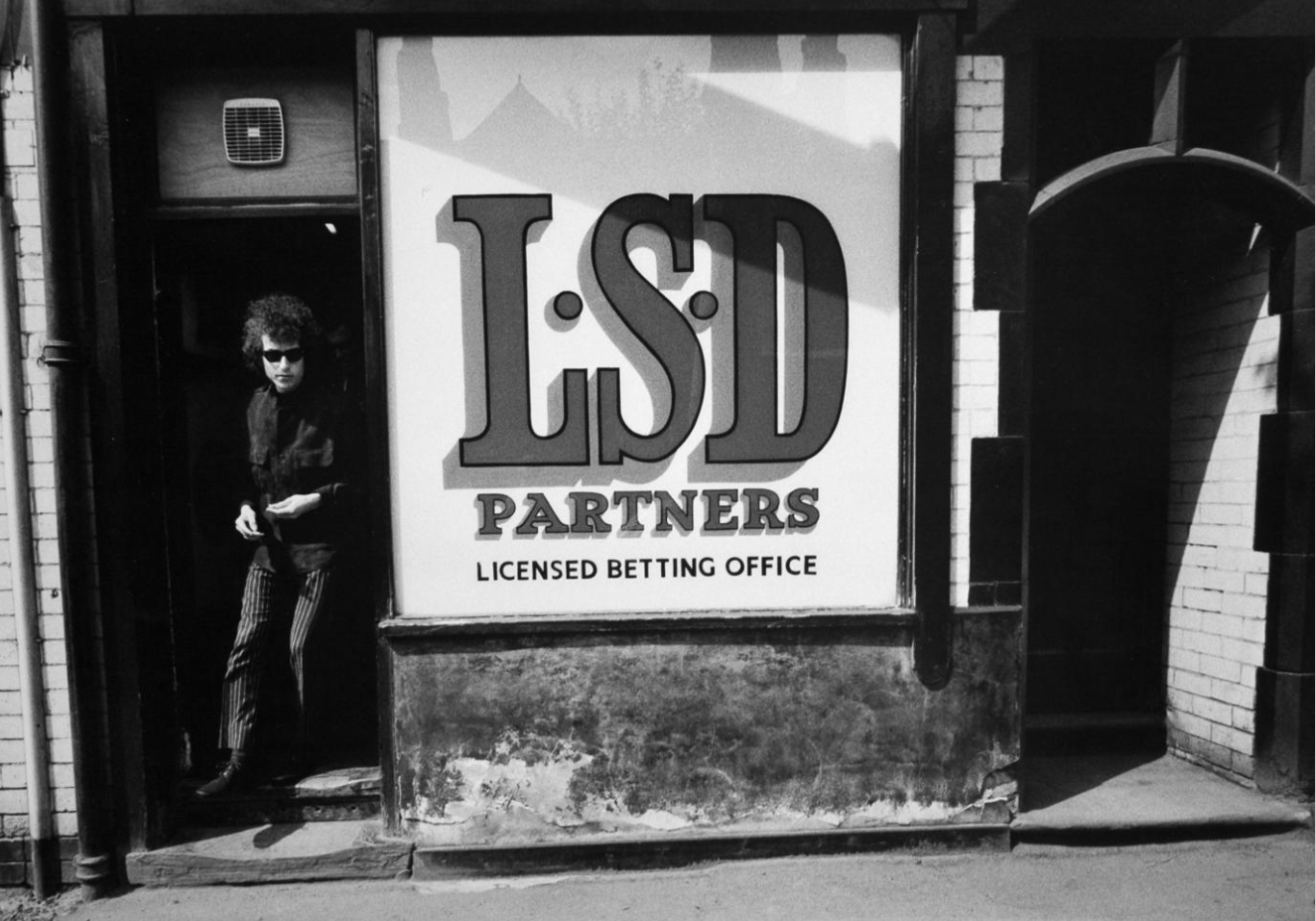 Bob Dylan, leaving betting office, Sheffield, England, 1966