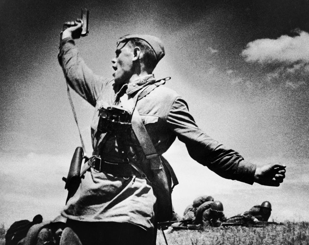 Combat, 1942, Max Alpert WW2 pictures