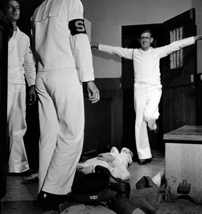 Drunken sailors under arrest