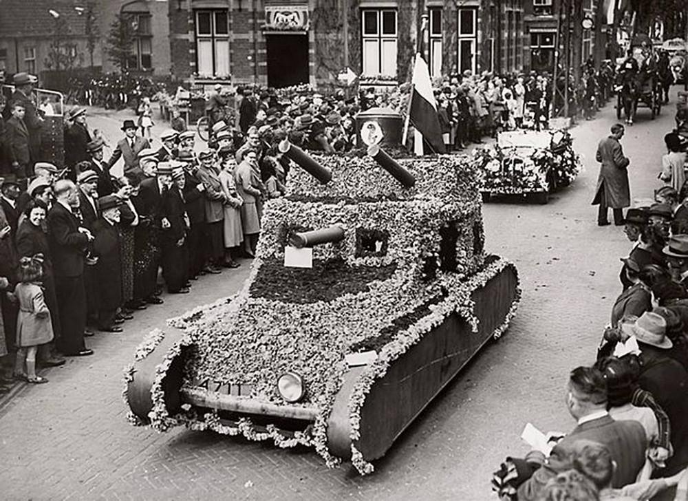Bizarre disguise photos. Dutch tanks disguised in flowers, shortly before the German invasion. May 5, 1940