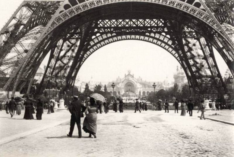 Emile Zola didn't like the idea of the Eifel Tower construction. Although, he took a lot of its photos