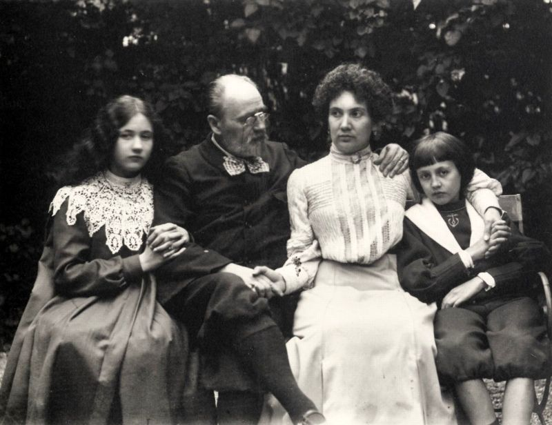 Emile Zola with family