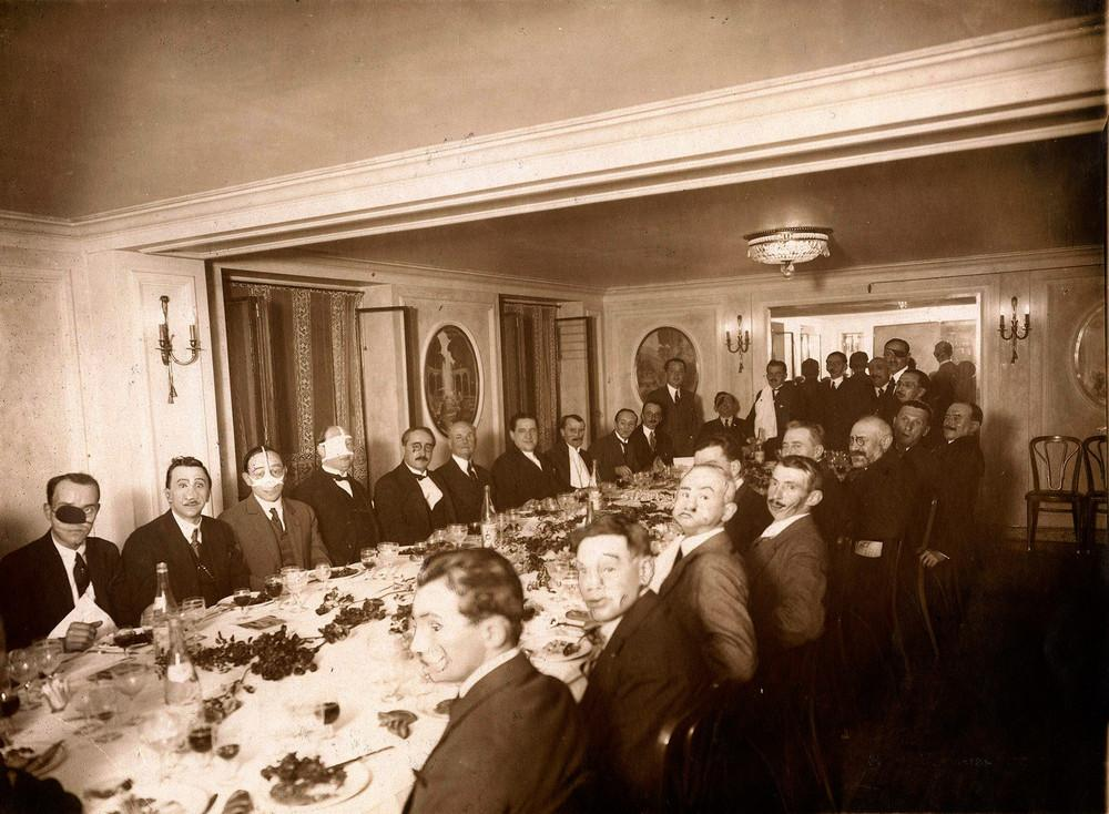 Faces of war. A banquet for French soldiers who received grievous injuries during WWI, Henri Manuel, Paris, 1925.