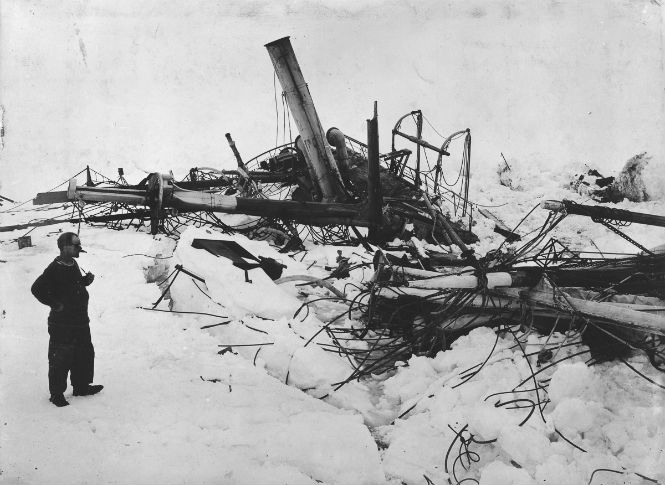 Frank Wilde at the shipwreck. The end of the Endurance Shackleton's incredible voyage