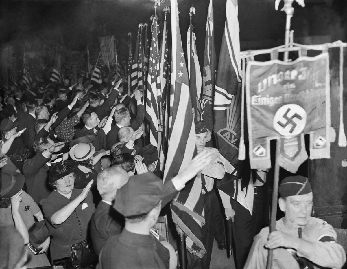 Greeting the banner of the German-American Union.
