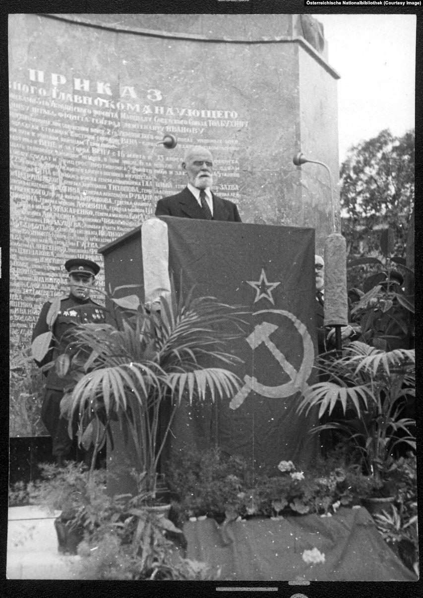 Proclaiming the pro-communist's speeches