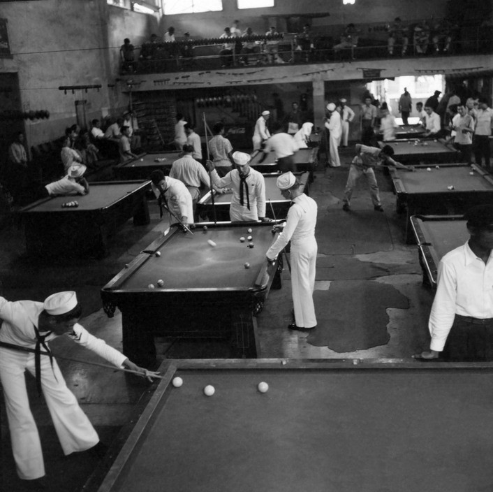 Pictures of Sailors playing snookers