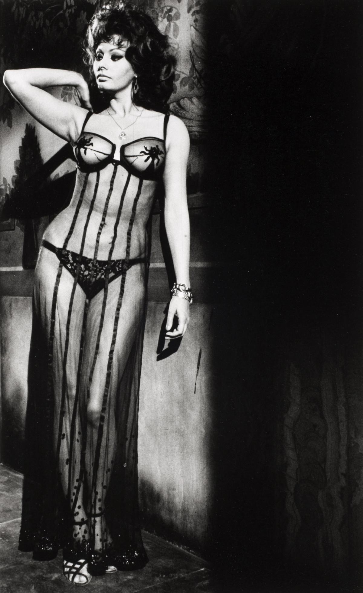Alfred Eisenstaedt photos of  Sophia Loren in Italian Marriage, Rome, Italy, 1964.