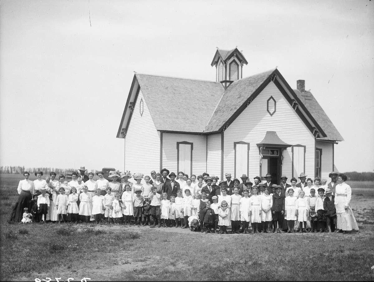 Students and teachers in Lowell, Nebraska, 1911