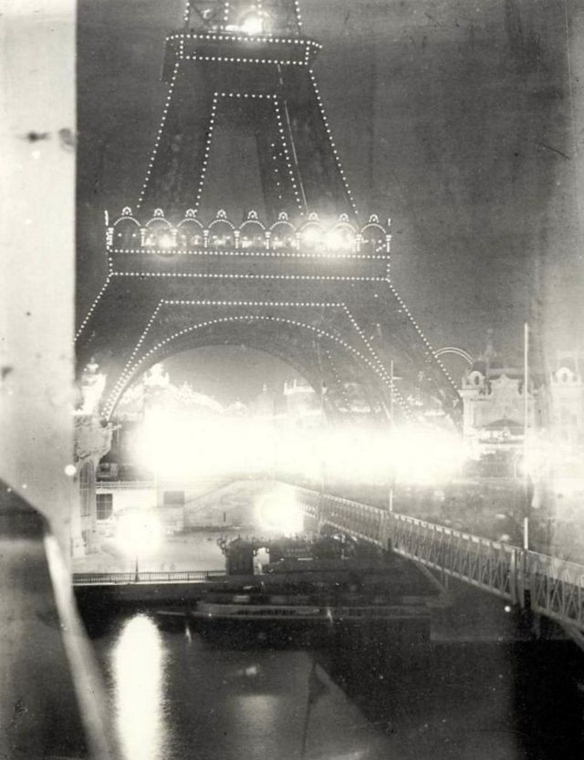 That's how Eiffel Tower was highlighted in the new 1900 year