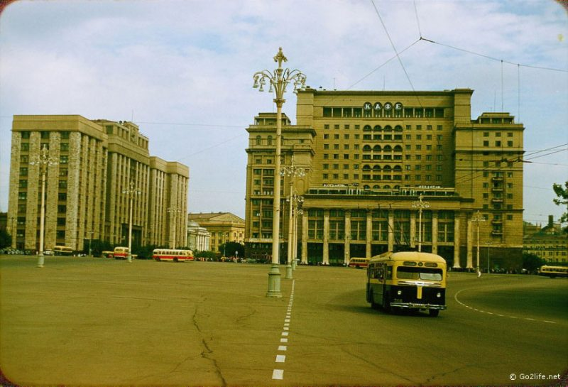 The streets of Soviet Moscow were pretty empty in the 1950s. Soviet people couldn't afford to buy cars, while russian industry foced on the military production