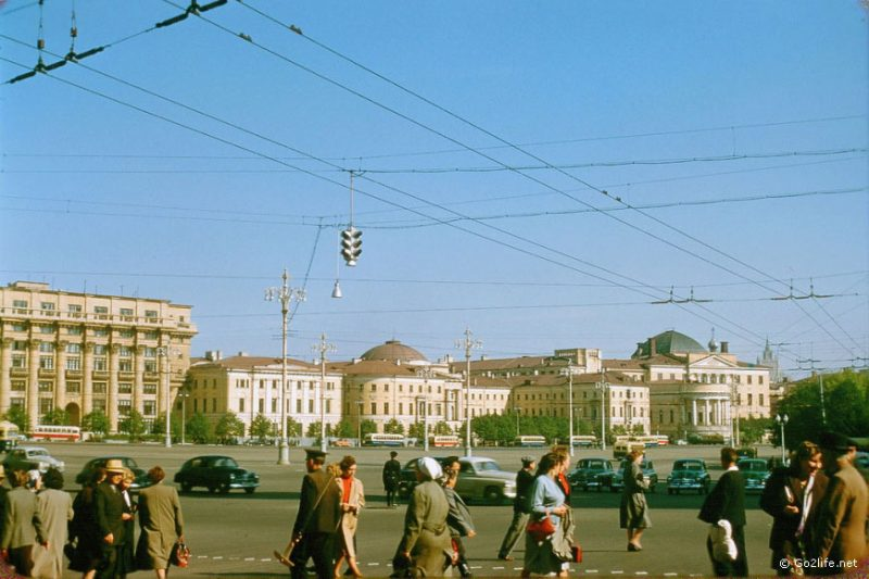 There were not so many car models in USSR in the 1950s. In this photo all cars are the same model