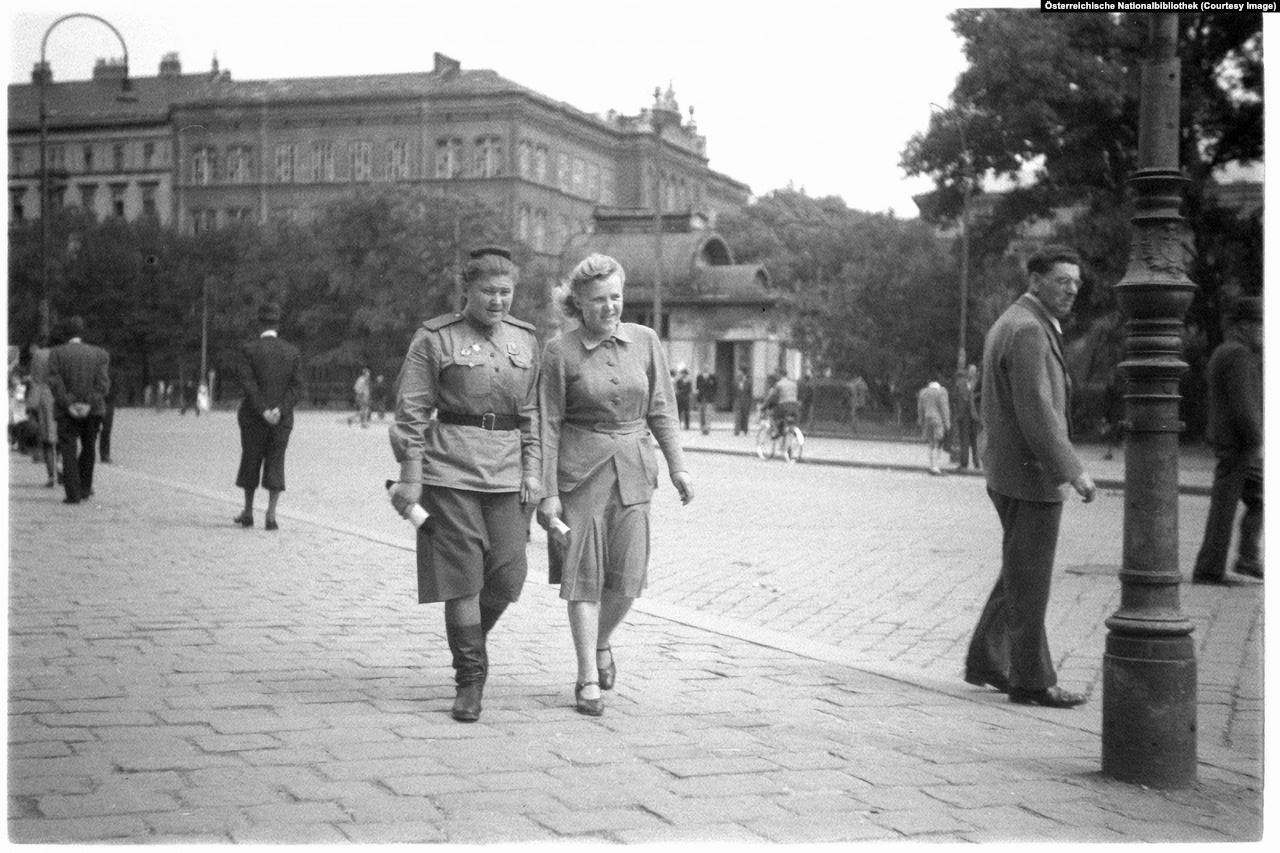 Two female soldiers from the Soviet contingent in Vienna, 1945