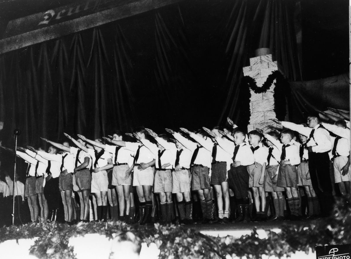 US kids greeting the public with Nazi salute