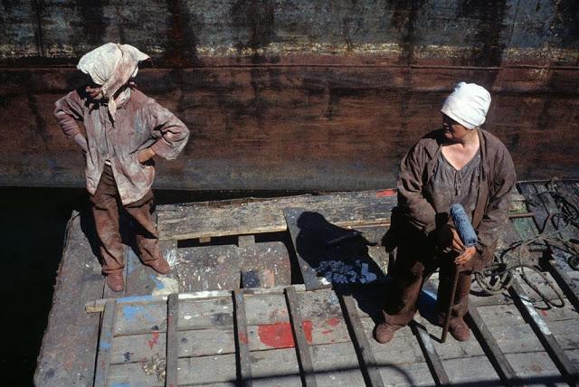 Workers at the river port of Krasnoyarsk city, 1993
