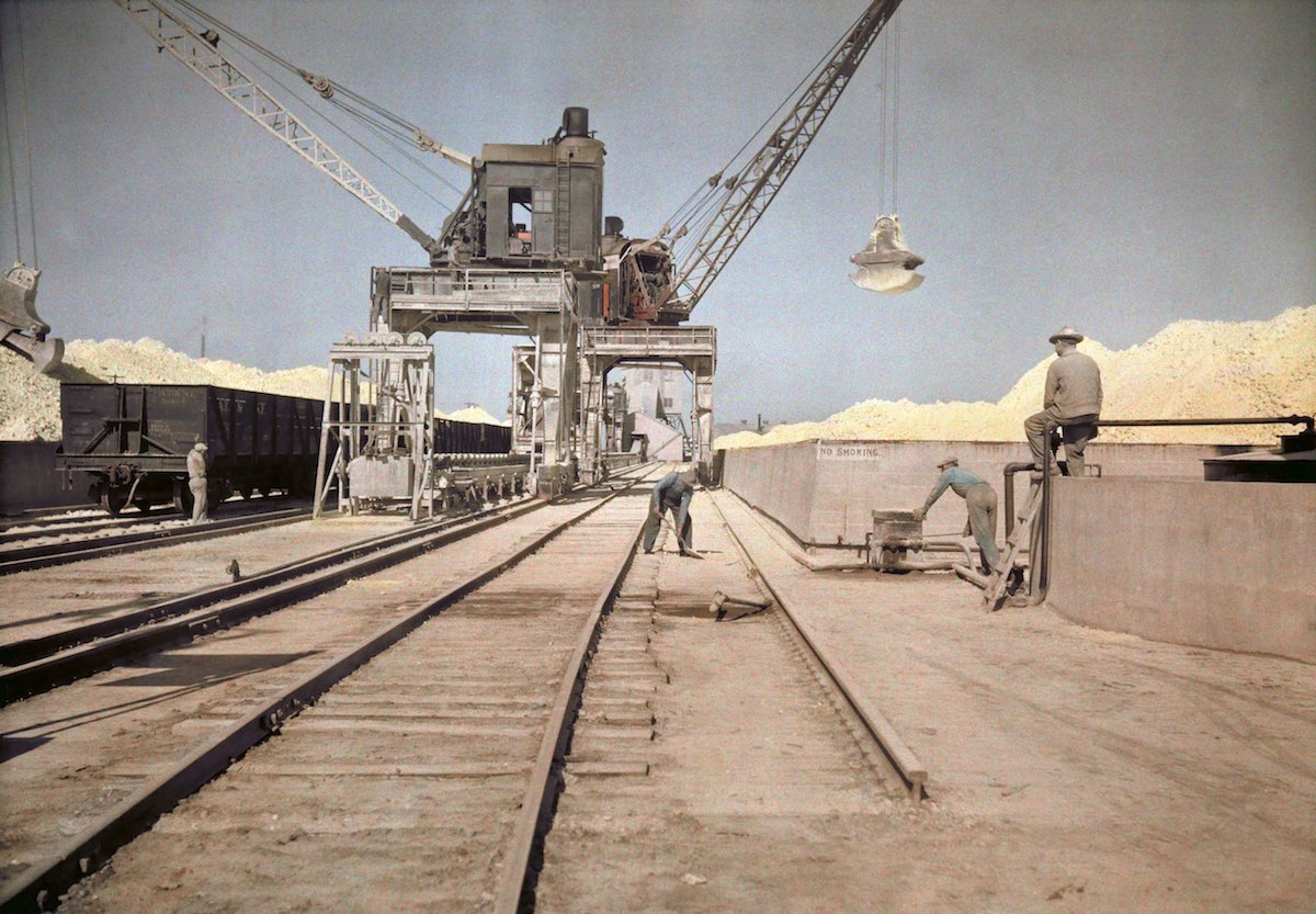 Men load bins with sulfur, Galveston, TX , pictures 1920s